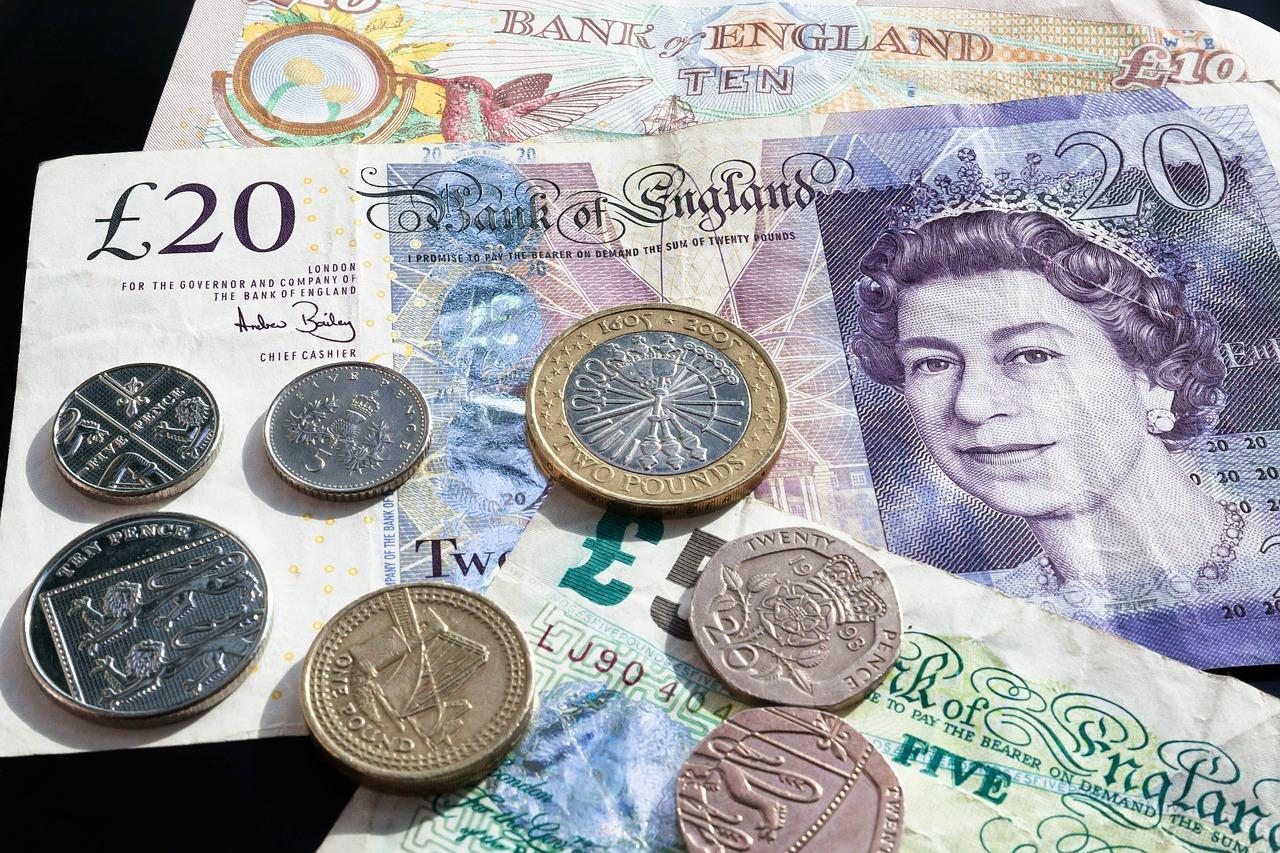 Tanie przekazy pieniężne z Polski do UK